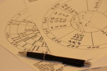 horoscope-993144.jpg